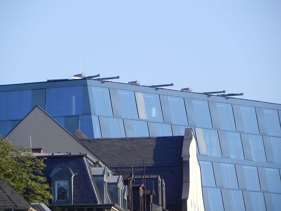 begibt sich auf einen architektonischen Spaziergang durch Freiburg