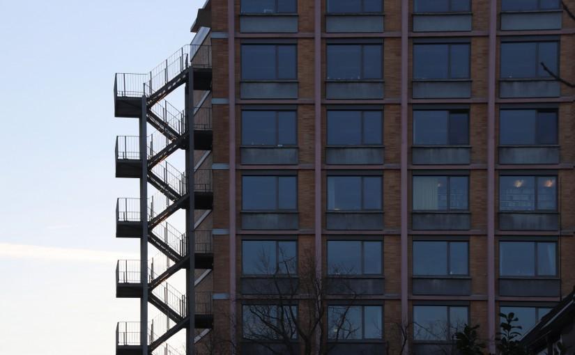 Die Fluchttreppe als Skulptur im öffentlichen Raum